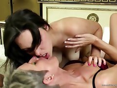 Amateur Granny Mature Lesbian Old and Young
