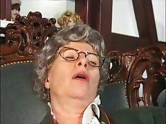 Amateur Close Up German Granny Masturbation